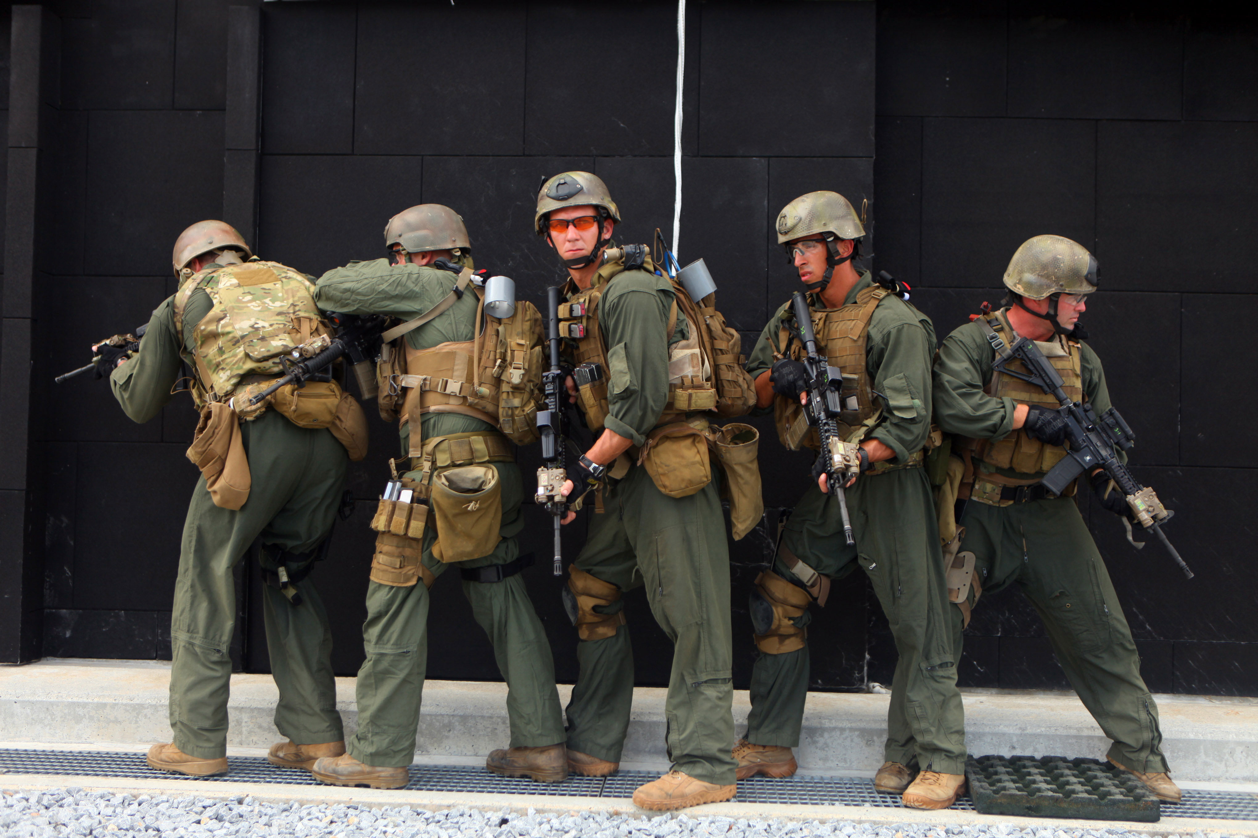Photo : Force Recon Marines with M4a1