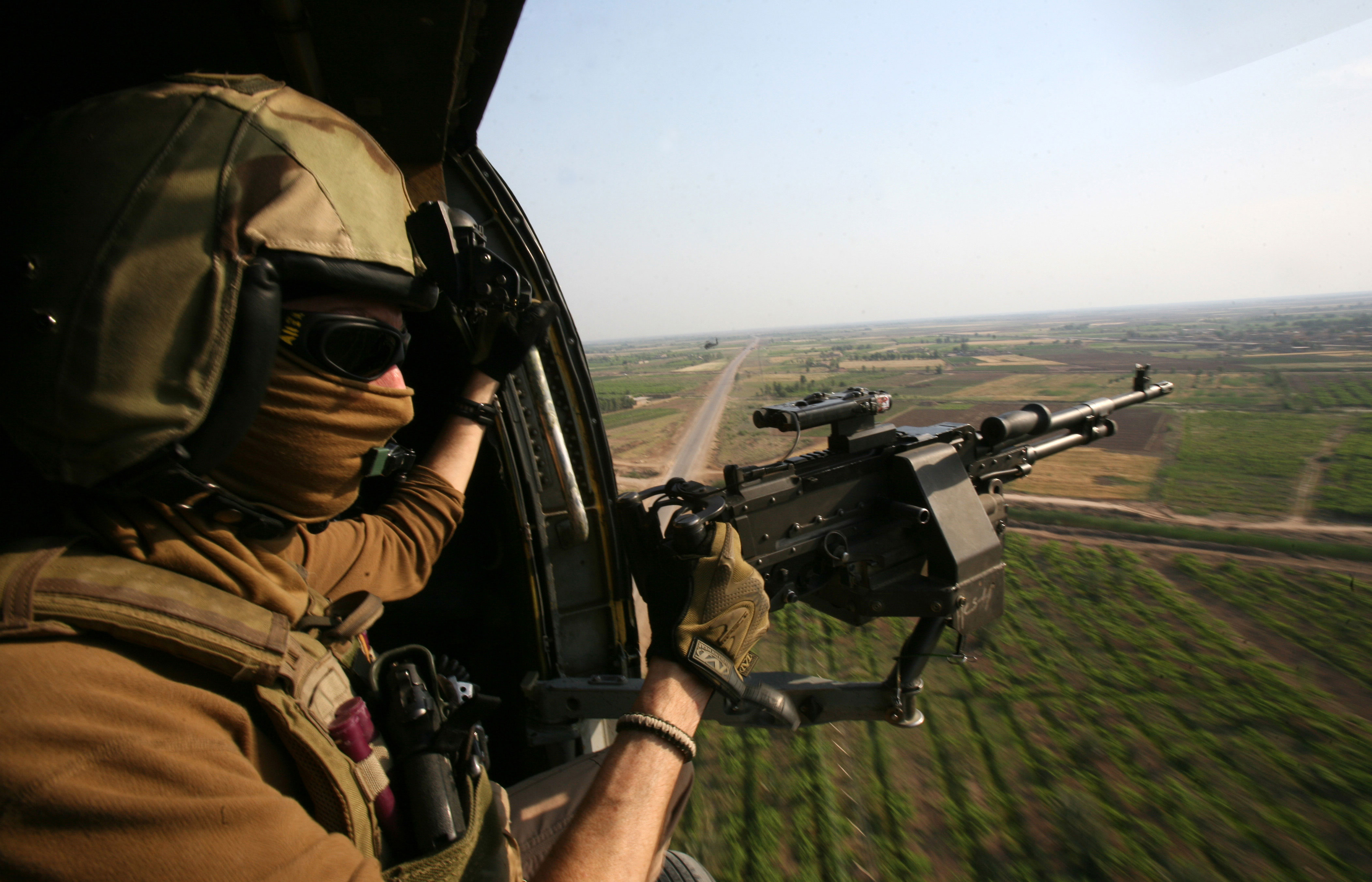 HH-60H Helicopter - Red Wolves - Door Gunner & Photo : HH-60H helicopter door gunner pezcame.com