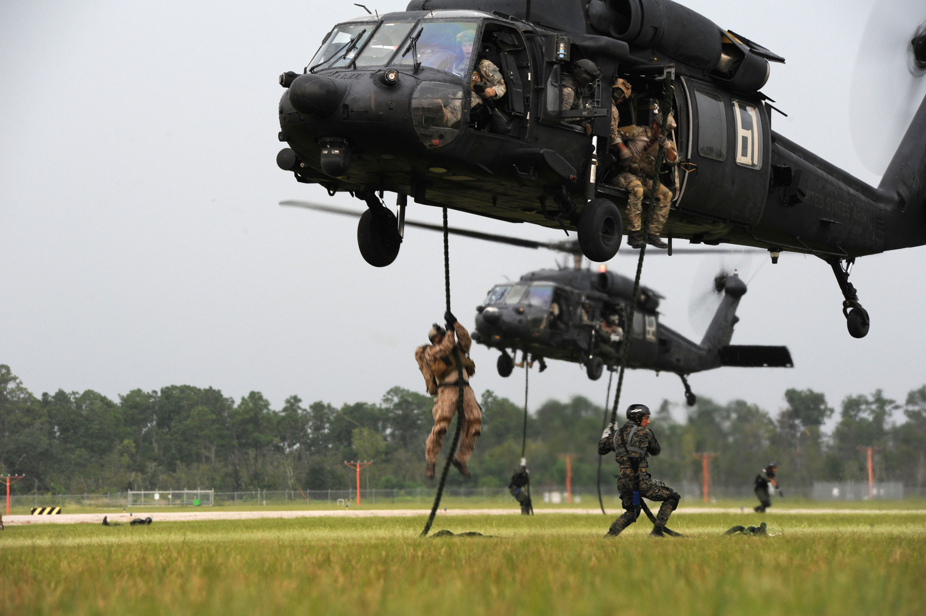 Photo : mh-60 - blackhawk helicopters