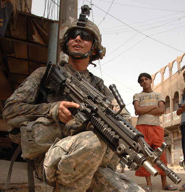 Soldier with M249 Para